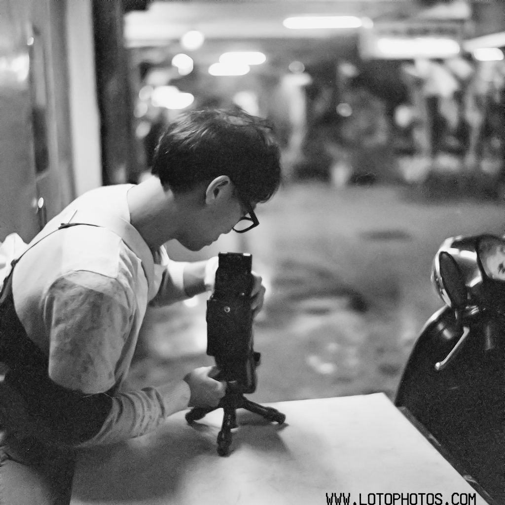 Cedric in action with a Seagull TLR